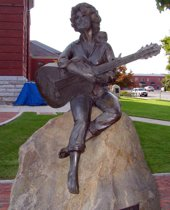Statue of Dolly Parton in Sevierville, TN
