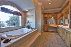 Beautiful Master Bathroom in Hollister home for sale