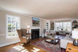 3761 Bentley Dr. living room