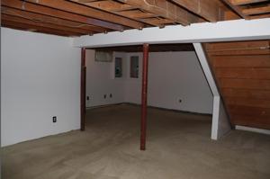 1 Hilton Ave interior pic