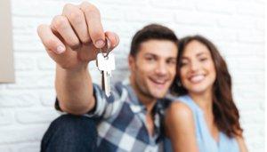 homebuyers with keys