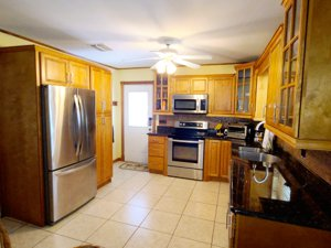 12 Silver Springs Key Largo kitchen