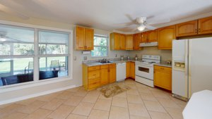 2215 Alice Rd in Sarasota, FL 34231 Spacious and modern Kitchen