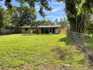2215 Alice Rd in Sarasota, FL 34231 has a large fenced backyard