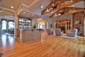 Hollister home for sale with a wet bar