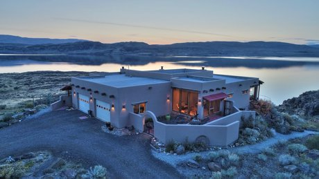 Columbia Basin Custom Home with Wine cave, 300ft of Waterfront, a Casita, and 5.6 acres