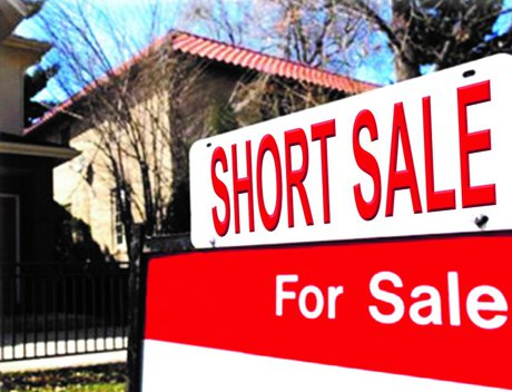 """Photograph of a real estate """"short sale"""" sign used to illustrate, """"5 Good Reasons For Investing In Short Sale""""."""