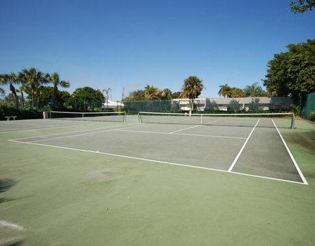 Jupiter Cove Waterfront Community Tennis Courts