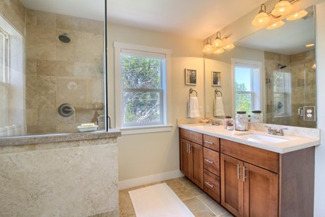 5020 Stuart Street bath