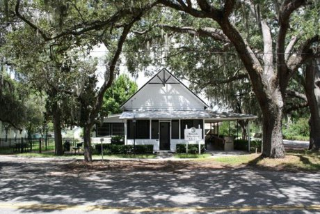 Library in Minneola Florida