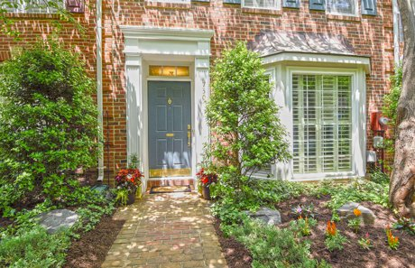 Gorgeous town home in Old Town Greens community