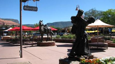 Sedona uptown homes are close to great shopping and dining.
