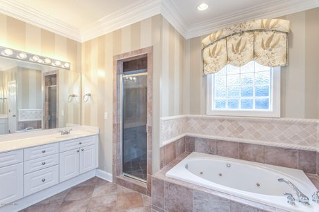Grandiflora Leland Home Master Suite Bathroom Jacuzzi Tub