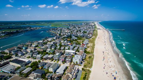 UNCW Living On Campus Off Campus Housing Things to Know Wrightsville Beach House Waterfront