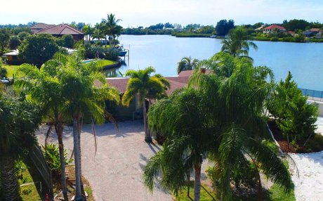 514 Pine Cone Ln, Nokomis FL has panoramic bay views