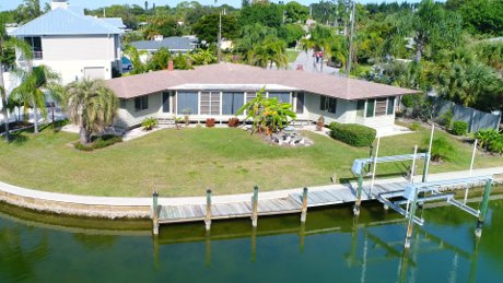 A home that takes advantage of the 150 of waterfront - Sarasota Real Estate at its best