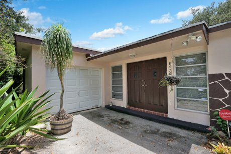 8470 NW 20 Ct