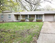 1066 Orchard Lakes  Drive, Creve Coeur image