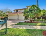 1727 Victoria Pointe Cir, Weston image