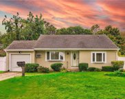10 Meadowbrook  Drive, Brentwood image