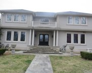 22 Willow Pond Ln, Miller Place image