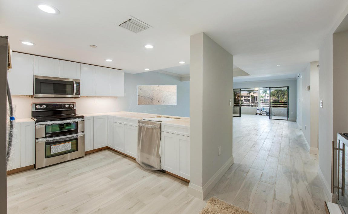 unit 524 Charming 2 bedroom, 2 bath condo, 2nd level, includes an elevator to the unit and a detached garage recent upgrades include stainless refrigerator, microwave, range, dishwasher, new carpet.