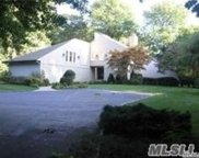 1 Tondan Ln, Lattingtown image
