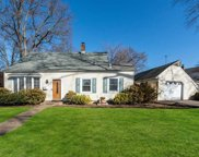 3 Periwinkle Rd, Levittown image