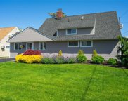 15 Wisteria  Lane, Wantagh image