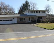 1580 Beverly Hills, Lower Milford Township image