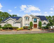 112 Tree Top Circle, Freehold image