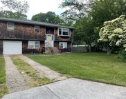 10 Country Greens  Drive, Holtsville image