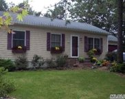 24 Sandy Hollow Ct, Riverhead image