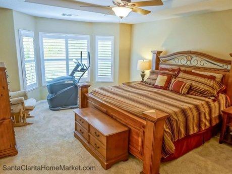 19704_Ellis_Henry_Ct_Santa_Clarita_CA_91321_master-bedroom