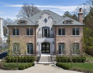 985 Pine Tree Lane, Winnetka image