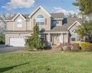 8 Munsee  Way, Commack image
