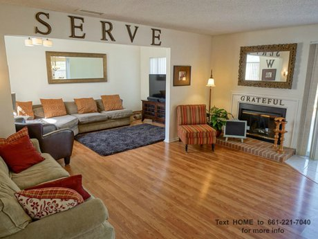 26828- Madigan-Dr-Canyon-Country-CA-91351-family-room