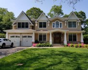 38 Sycamore Dr, Roslyn image