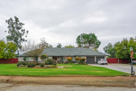 Country Masionette home in Clovis CA