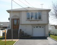 2468 Bell Ct, Bellmore image