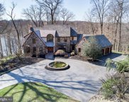 7 Lakeview   Place, Newtown Square image