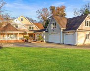 93 Sterling  Court, Muttontown image