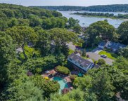7 Waterview Dr, Centerport image