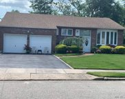 1  Sugar Maple Drive, Roslyn image