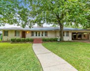 810 W Greenbriar Lane, Dallas image