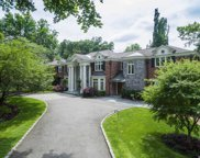 10 Hemlock  Drive, Great Neck image