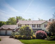 606 Robinhood Lane, Peters Twp image