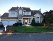 8 Peachtree Ct, Holtsville image