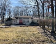 48 Holly  Drive, Smithtown image