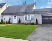 26 Birch Ln, Levittown image